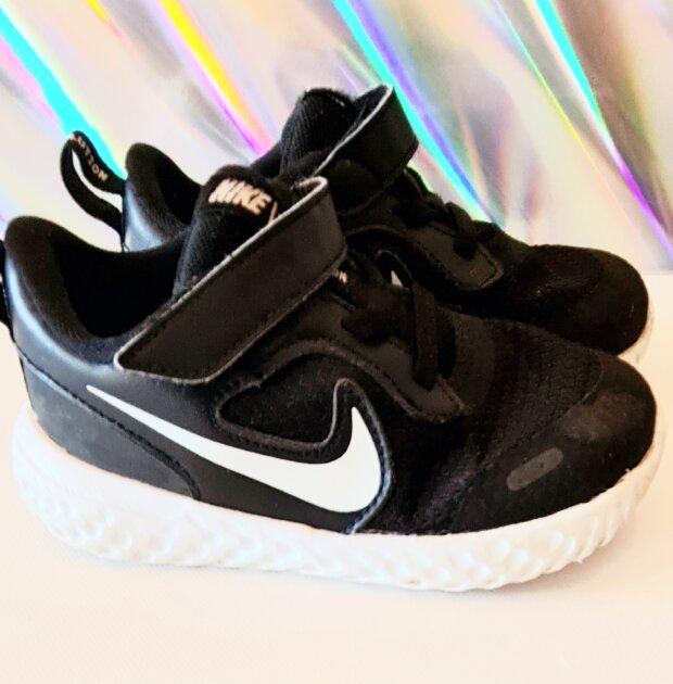 Čevlji Nike št. 25